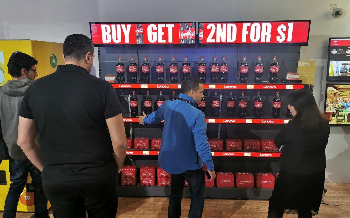 Digital Signage im Retail, hier auf dem ISE-Messestand von Intel (Foto: invidis)