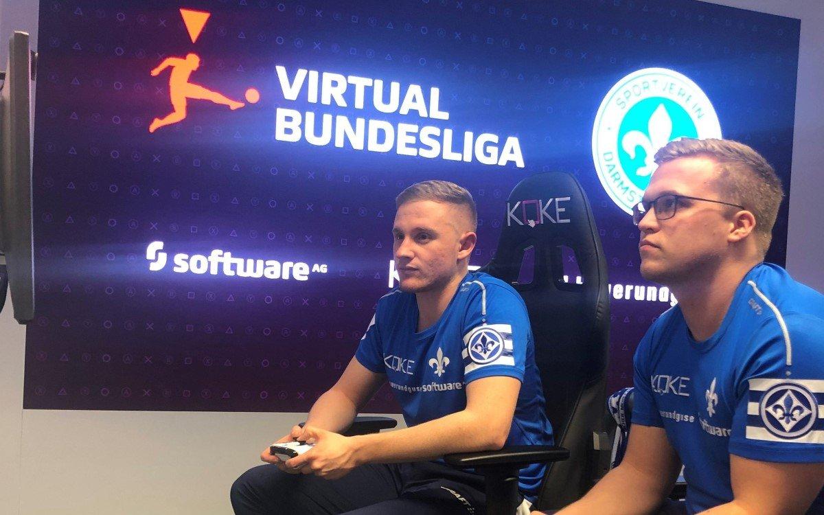 Höchste Konzentration bei den eFußballern, die bei den virtuellen Fußballspielen antreten (Foto: Koke GmbH)