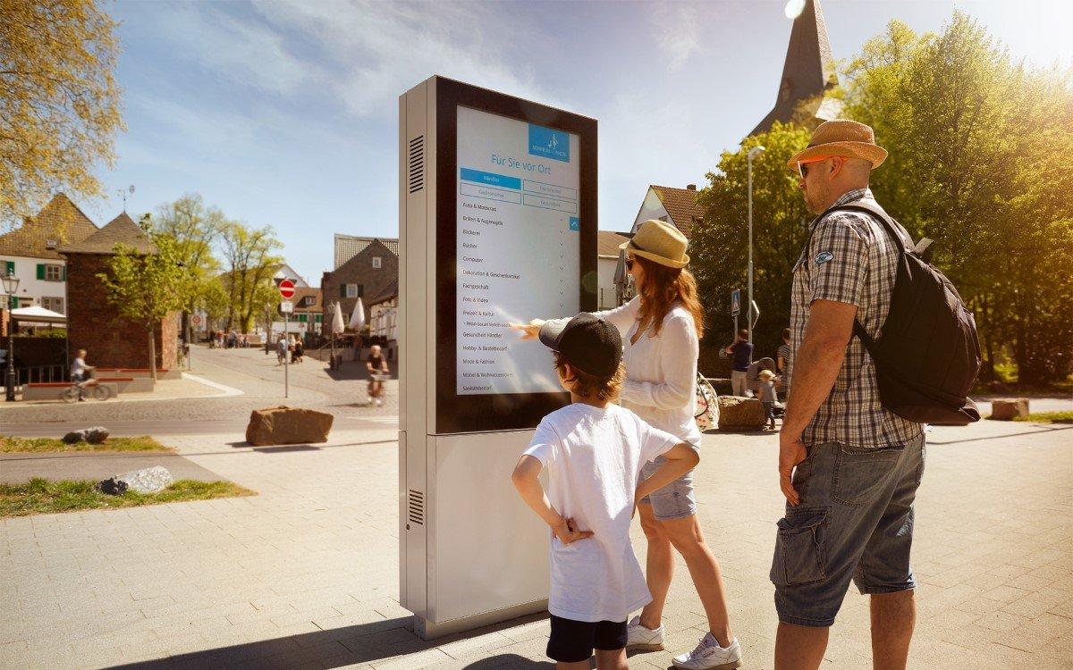 Vangenhassend lieferte der Stadt Monheim am Rhein neue City-Stelen, weitere Digitalisierungsprojekte sollen folgen (Foto: Stadt Monheim am Rhein)