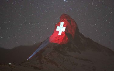 Corona-Krise Projection Mapping auf der Matterhornspitze (Light Art by Gerry Hofstetter / Foto Gabriel Perren)