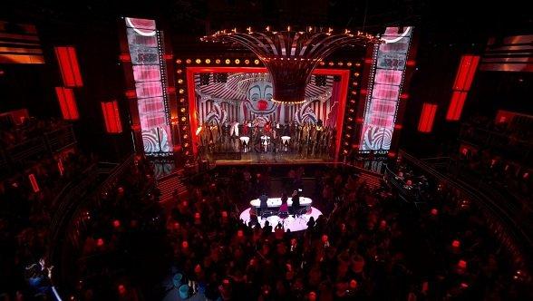 Die im Studio der britischen Promi-Sonderausgabe von The X Factor installierten 3,9-mm-Unilumin-LED-Paneele, die nur 26 kg pro Quadratmeter wiegen (Foto: Unilumin)