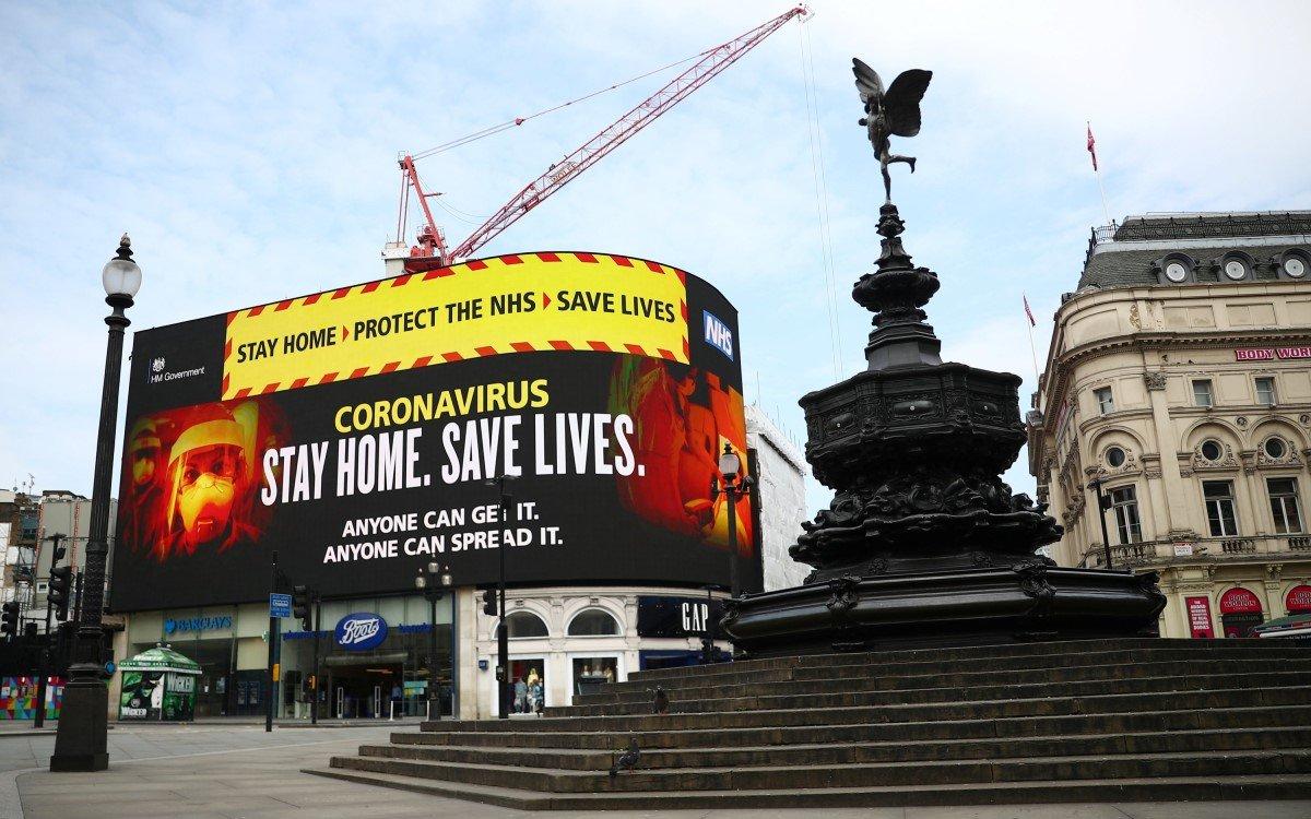 Coronavirus-Botschaft am Piccadilly-Lights im Herzen Londons (Foto: Talon)