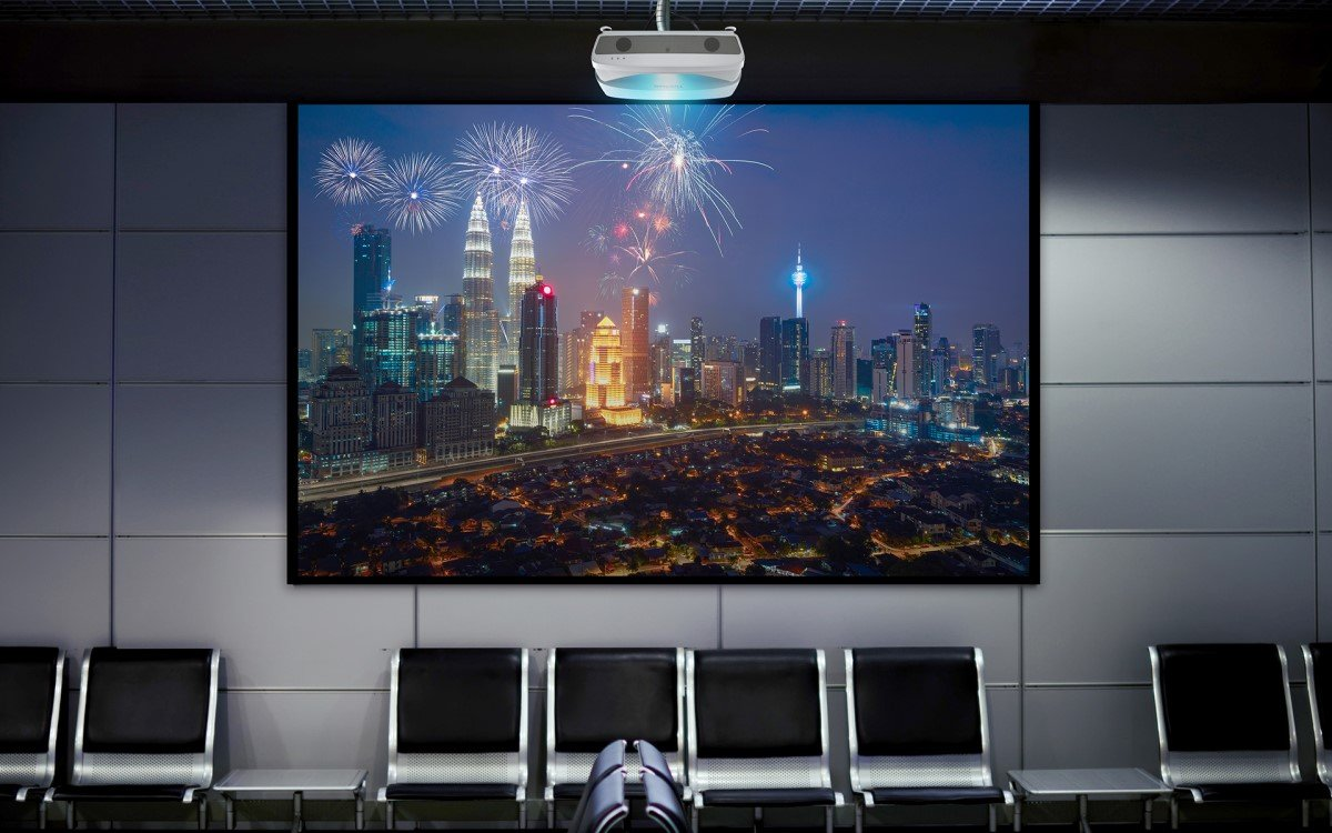 ViewSonic präsentiert den neuen Ultra-Kurzdistanzbeamer LS831WU mit Lasertechnologie (Foto: ViewSonic)