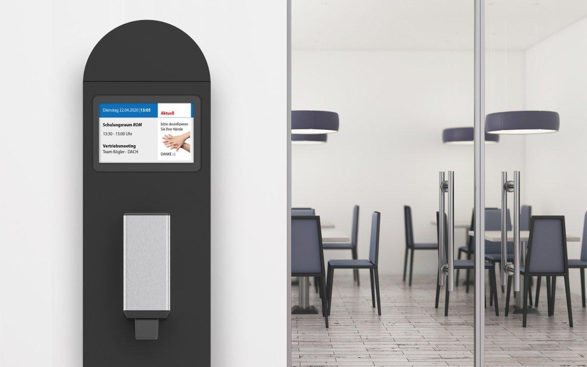 Corona-Terminal Ruben vom deutschen Digital Signage-Experten Werkstation als digitales Türschild mit Desinfektionsmittelspender (Foto: Werkstation)