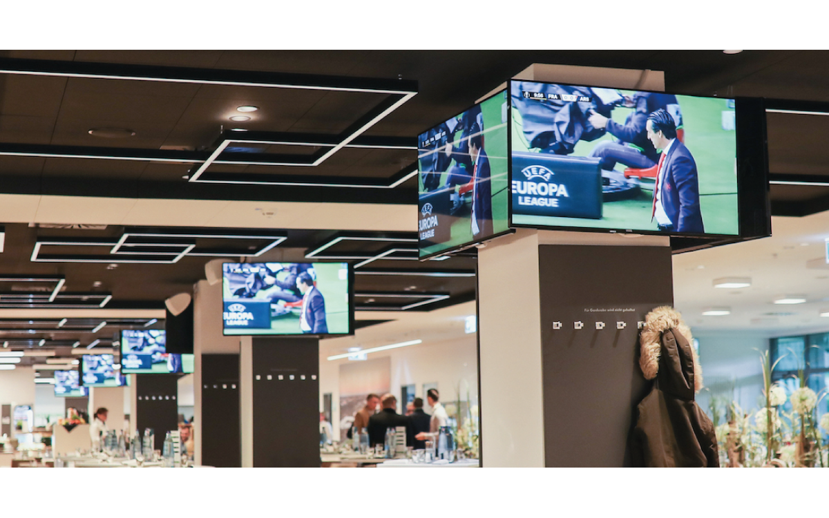 """Im Lounge- und VIP-Bereich der Volkswagen Arena des VfL wurden überwiegend 49"""" Displays von Vestel, aber auch einige 55, 65 und 75 Zoller installiert (Foto: Vestel)"""