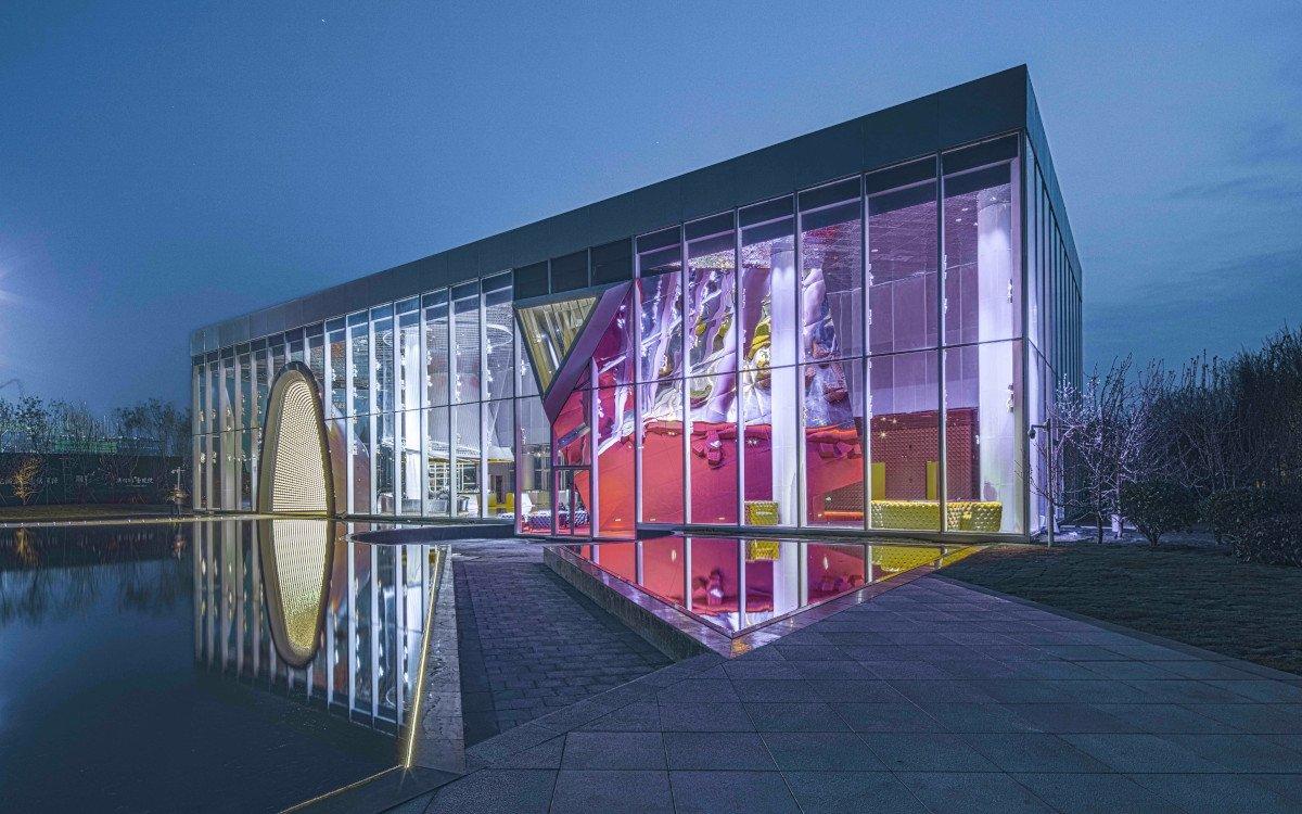 Das Erlebnis Showroom beginnt bereits vor Betreten des Gebäudes (Foto: Ligang Huang)