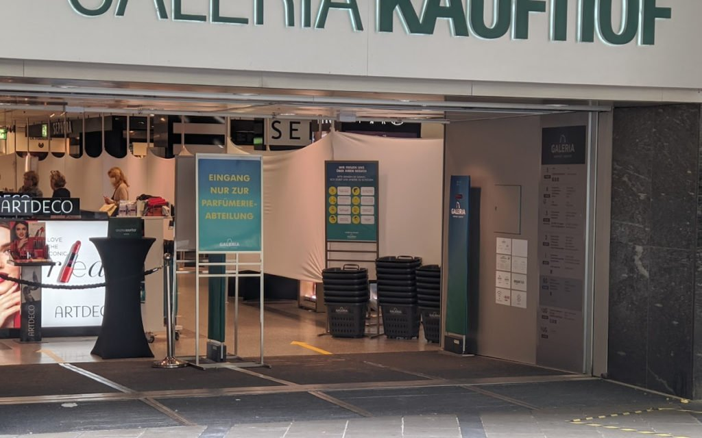 Seiteneigang bei Galeria Karstadt Kaufhof am Marienplatz (Foto: invidis)