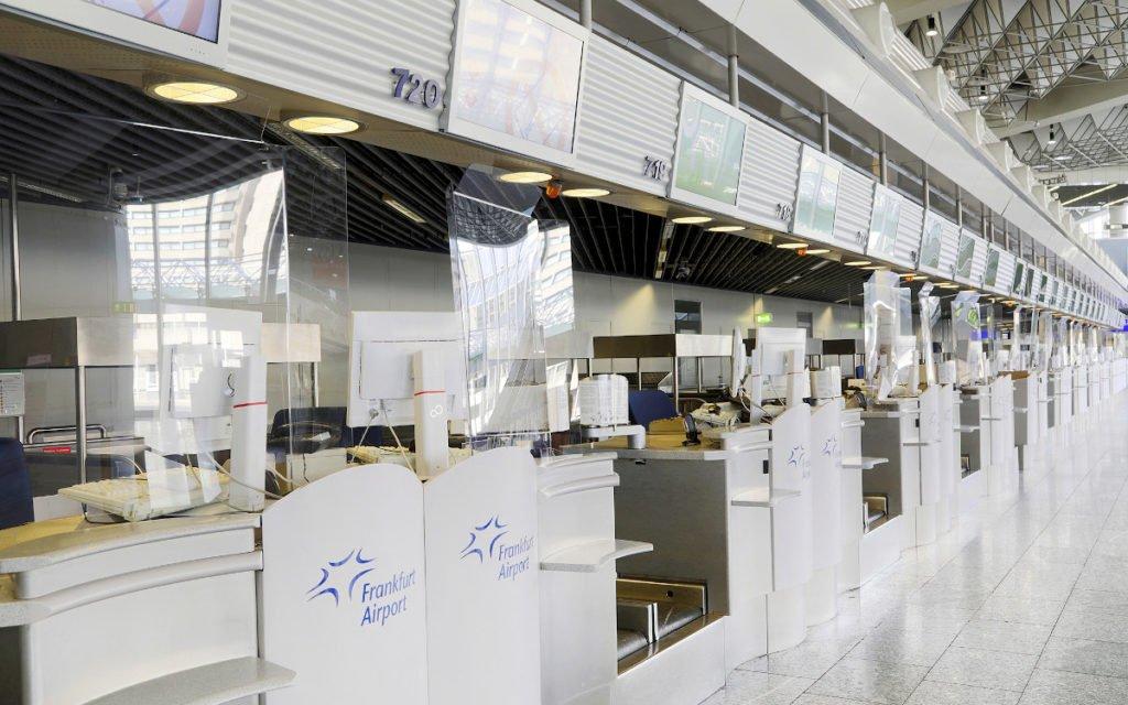Spuckschutz am Check-in (Foto: Fraport)