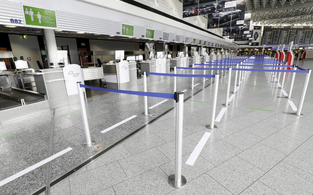 Bodenmarkierungen und Absperrbänder (Foto: Fraport)