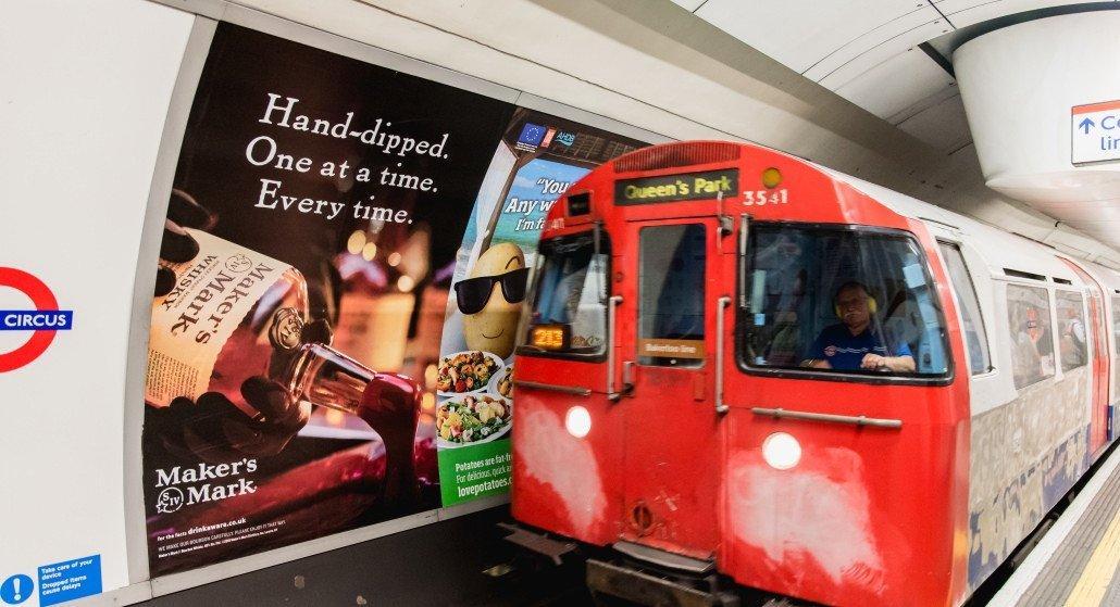 Klassische Werbung in der Tube (Foto: TfL)