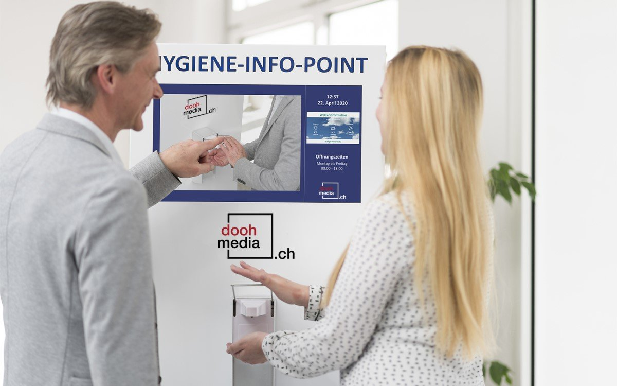 Swissklick/Doohmedia.ch stellt eine neue digitale Haustafel mit Desinfektionsmittelspender vor (Foto: