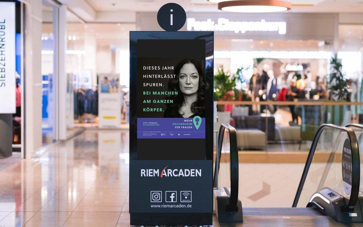Die Kampagne #sicherheim gegen häusliche Gewalt an Frauen wird vom DMI und verschiedenen DooH-Anbietern mit Werbeflächen im Wert von 3 Millionen Euro unterstützt (Foto: DMI)
