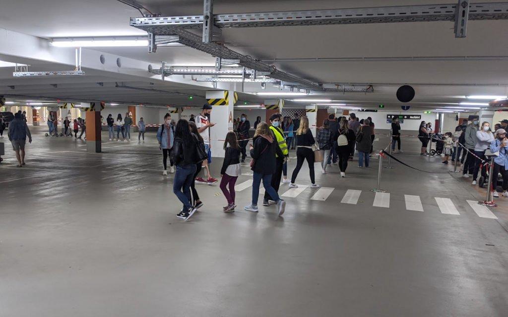 Parkhaus wird Warteraum für Primark (Foto: invidis)