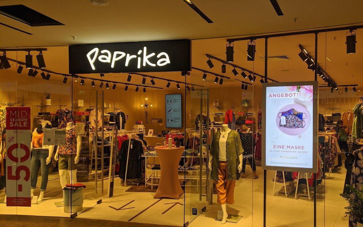 Vorbildlich 2: Große Größen Fashionretailer Paprika nutzt Digital Signage für Corona-Kommunikation (Foto: invidis)