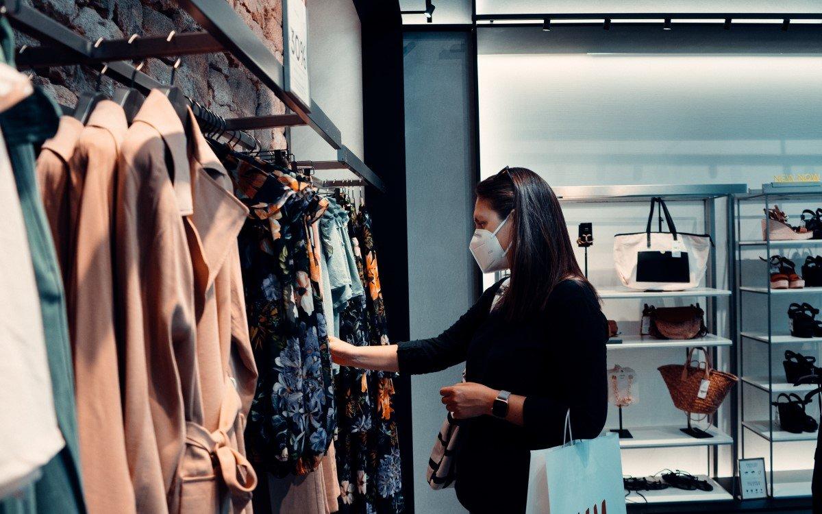Gesichtsmasken gehören nach Corona zur neuen Retail-Realität (Foto: unsplash)