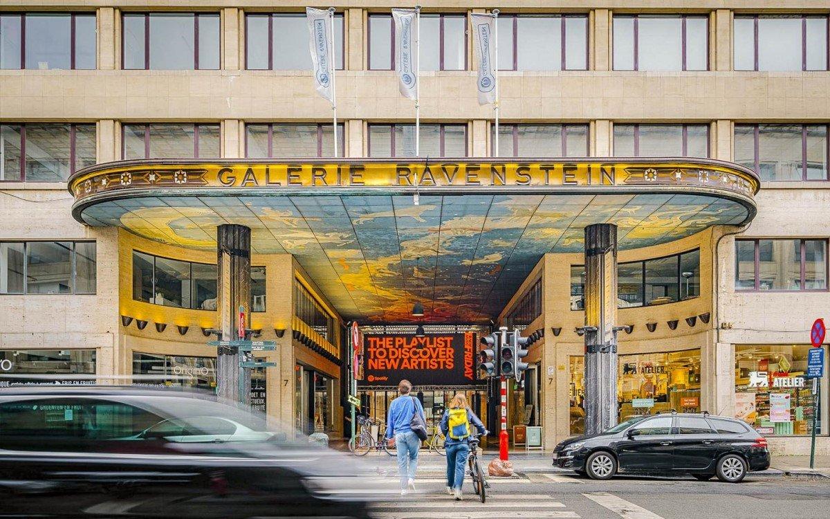 Die Galerie Ravenstein wischen Hauptbahnhof und Kulturzentrum Bozar zieht Pendler, Beamte, Künstler, Kulturliebhaber und Touristen an, ideal für Digital Signage (Foto: blowUP media)