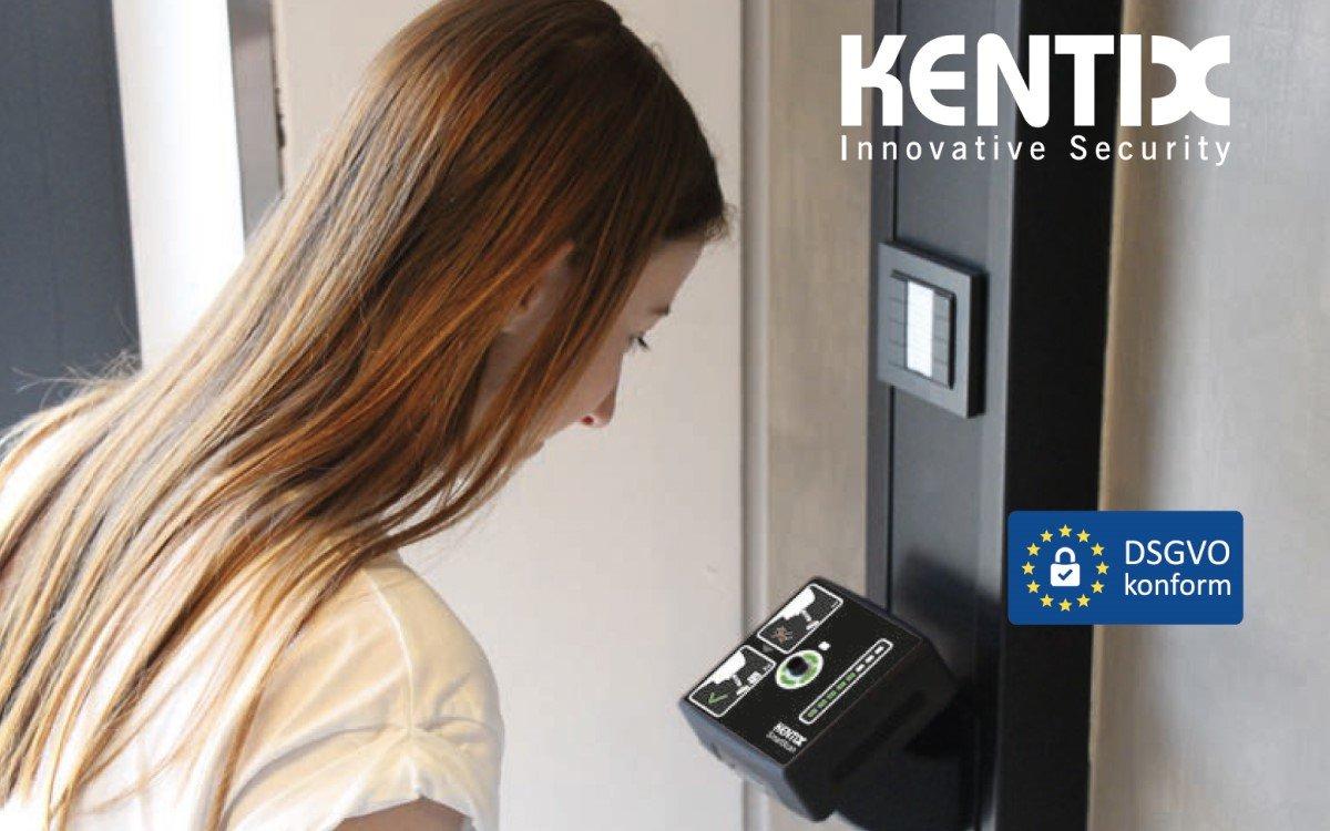 Kentix SmartXcan lädt Personen zur datenschutzkonformen Selbstmessung ihrer Körpertemperatur ein (Foto: Kentix)