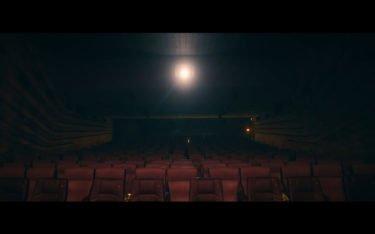 """Der Trailer """"Du fehlst!"""" mit Sky du Mont soll bei Kinoliebhabern Vorfreude auf die Wiedereröffnungen wecken (Foto: Screenshot)"""
