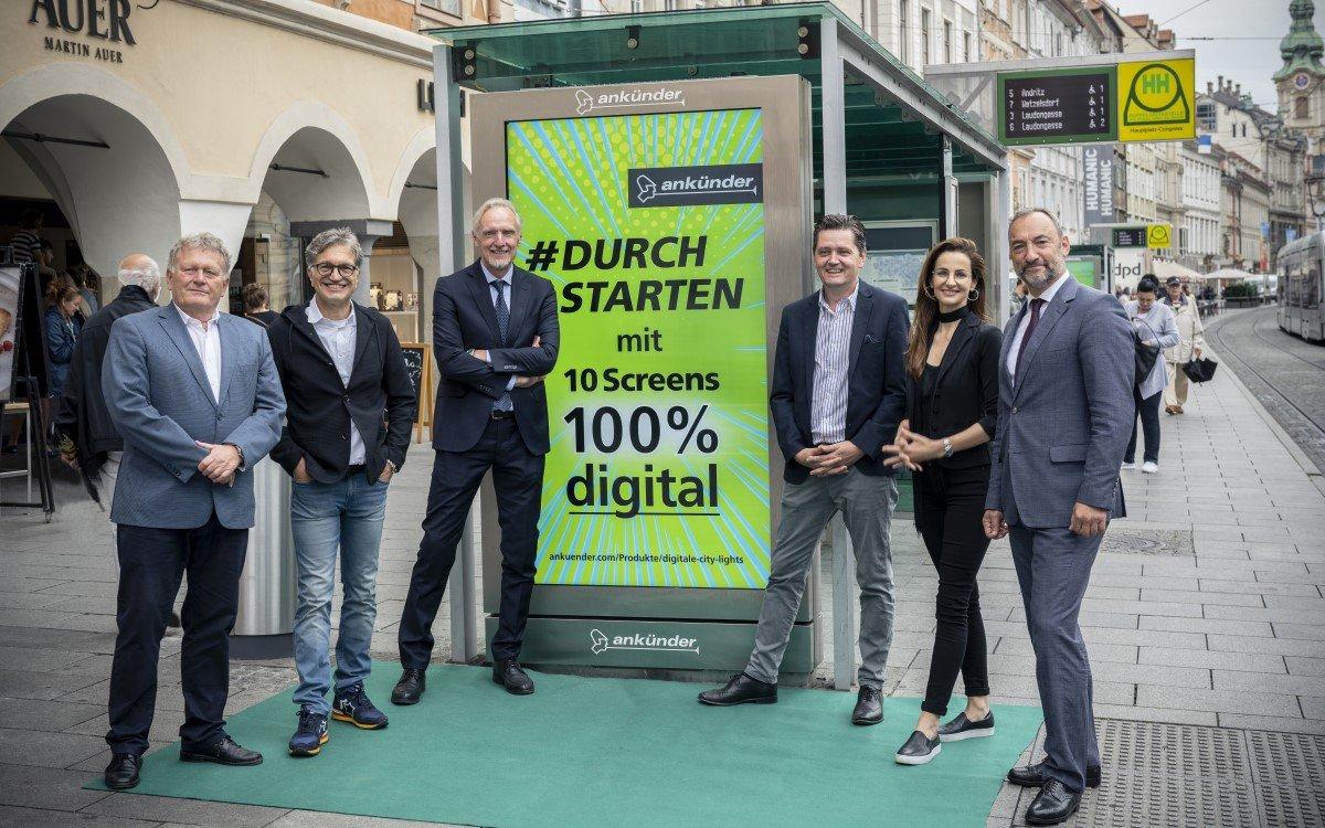 Stadtplatz Graz wird 100% digital: (v.l.) Wolfgang Malik (CEO der Holding Graz), Dieter Weber (CEO Ankünder), Günter Riegler (Stadtrat Stadt Graz), Bernd Schönegger (GF Ankünder), Daniela Beutle (Marketingleitung Ankünder) und Mario Eustacchio (Vizebürgermeister Stadt Graz) (Foto: Ankünder)