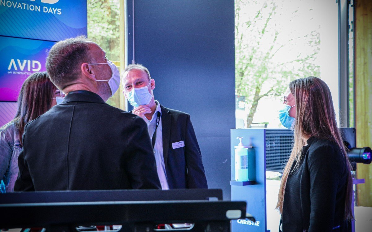 Masken und Handdesinfektion wren Plficht beim AV-Branchentreff AVID in Lindlar (Foto: Lang AG)