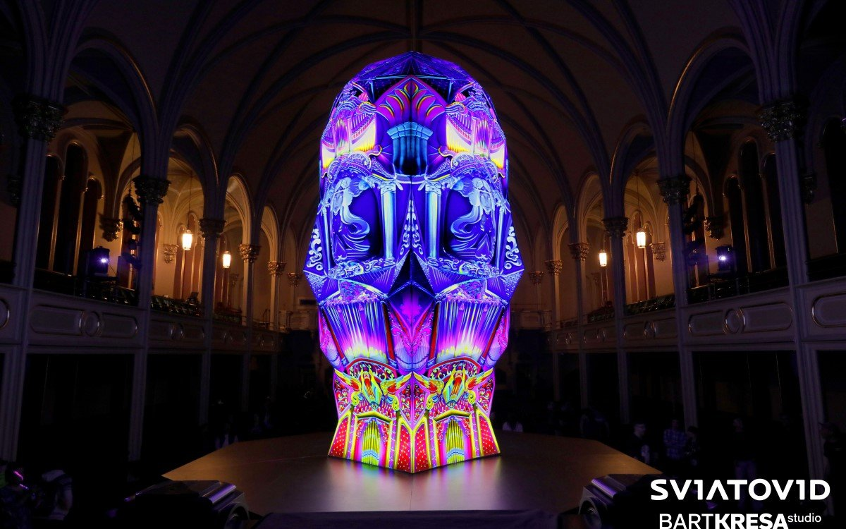 Die 360-Grad-Projektionskartenskulptur Sviatovid von Studio BARTKRESA (Foto: AVIXA)