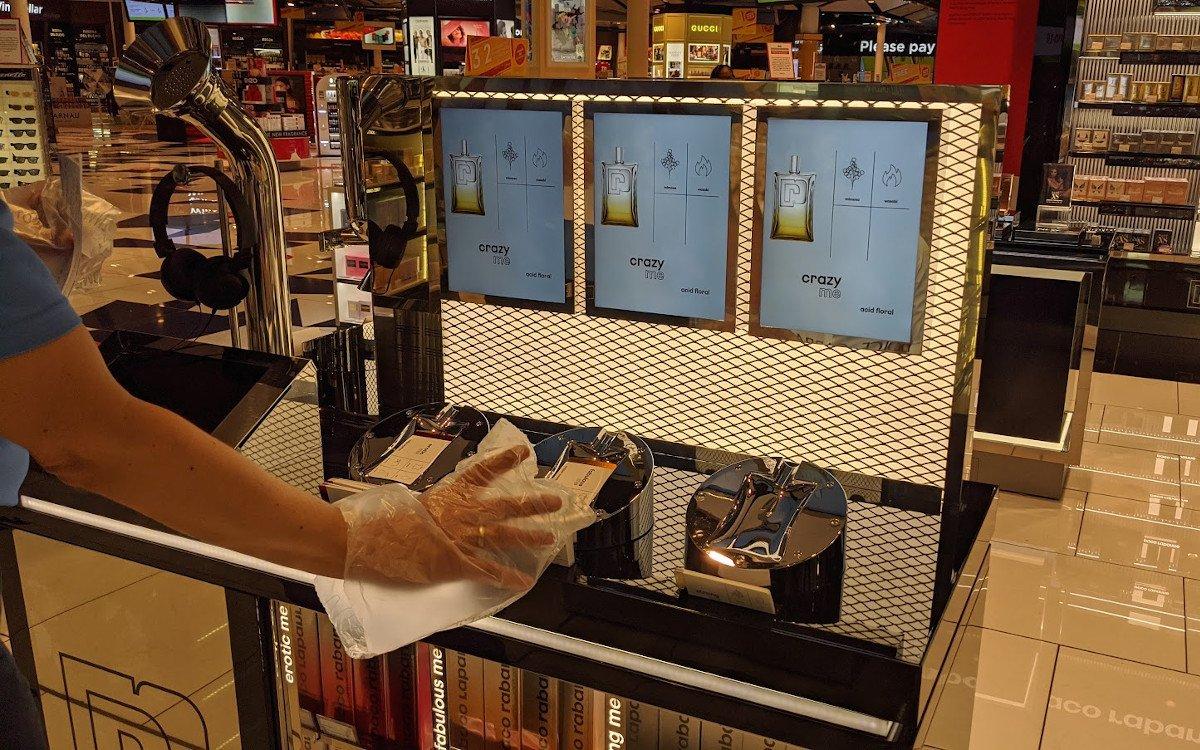 """Ohne """"Handschuhe"""" kein Shopping (Foto: invidis)"""