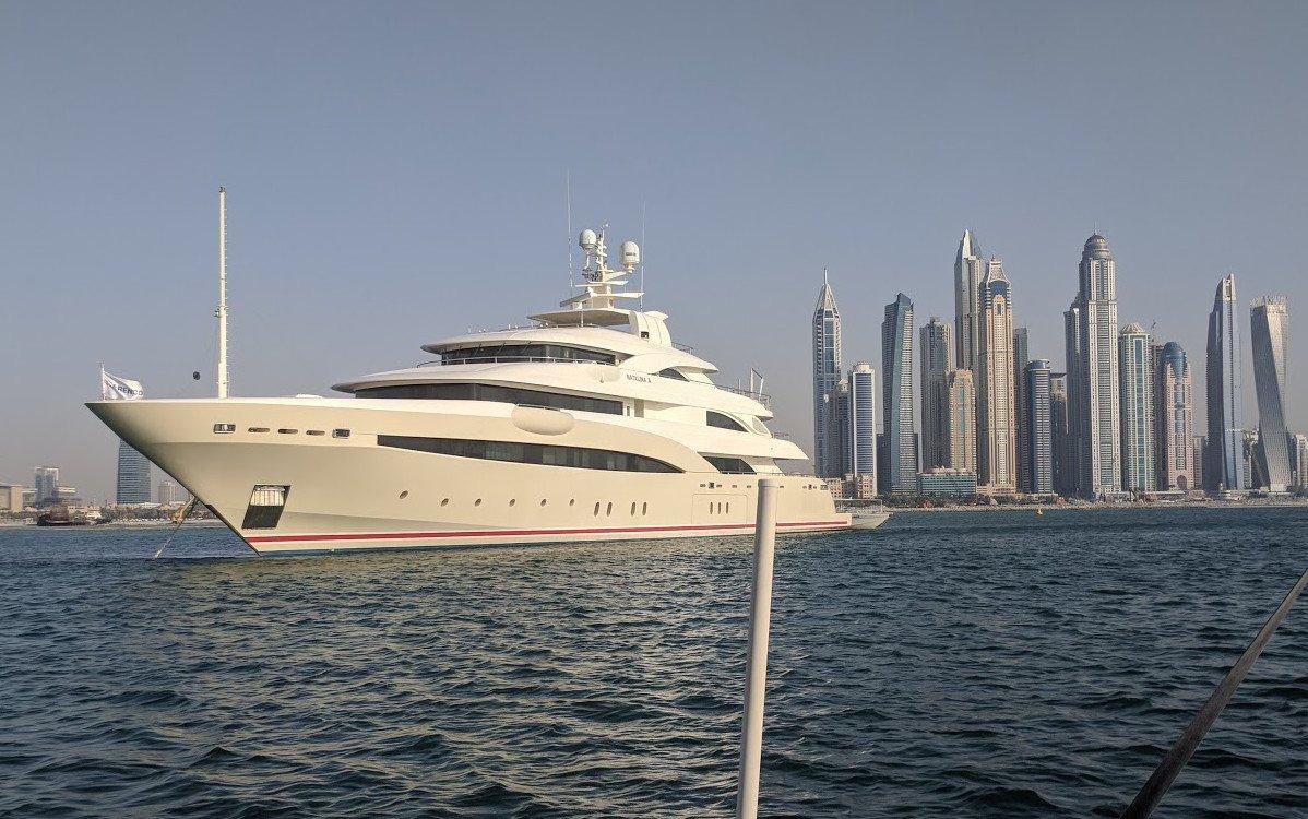 Superyacht in Dubai (Foto: invidis)