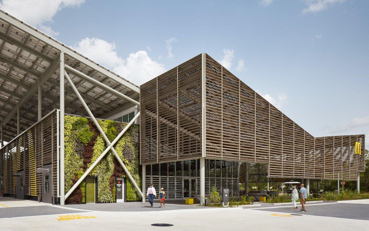 800qm Restaurant mit PV-Anlage auf dem Dach (Foto: McDonalds)
