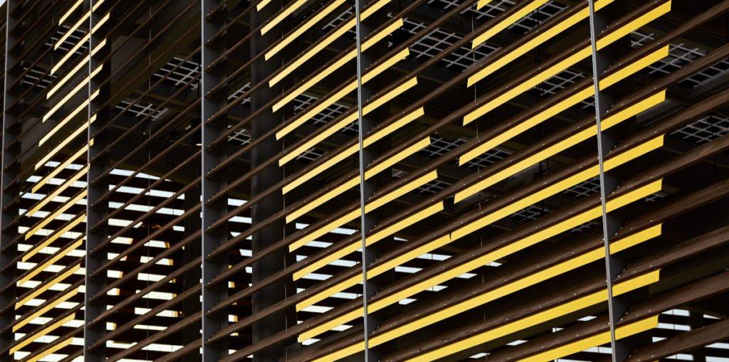 Fassadenelemente atmen automatisch für Temperaturausgleich (Foto: McDonalds)