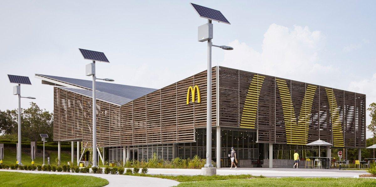 Solar-Straßenlampen produzieren 9.000 kWh / Jahr (Foto:McDonalds)