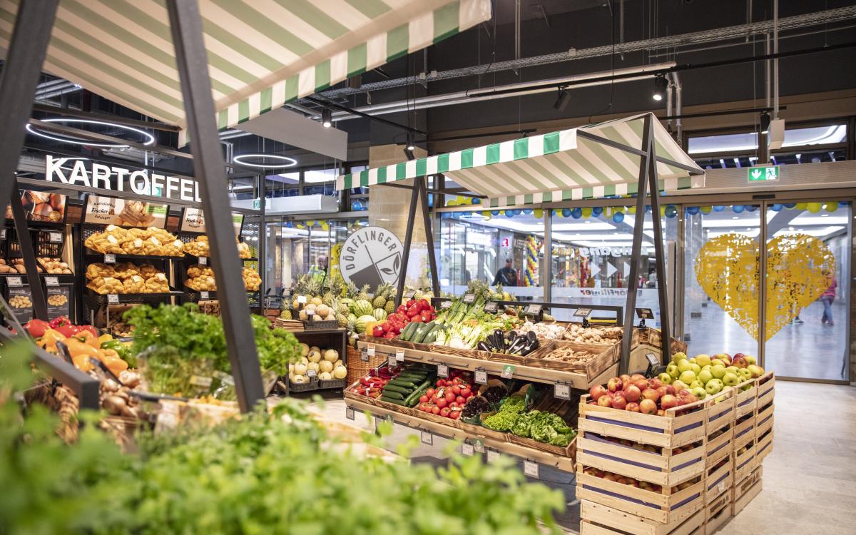 Das Design der Obst- und Gemüse-Abteilung orientiert sich am Ulmer Stadtmarkt (Foto: Wanzl)