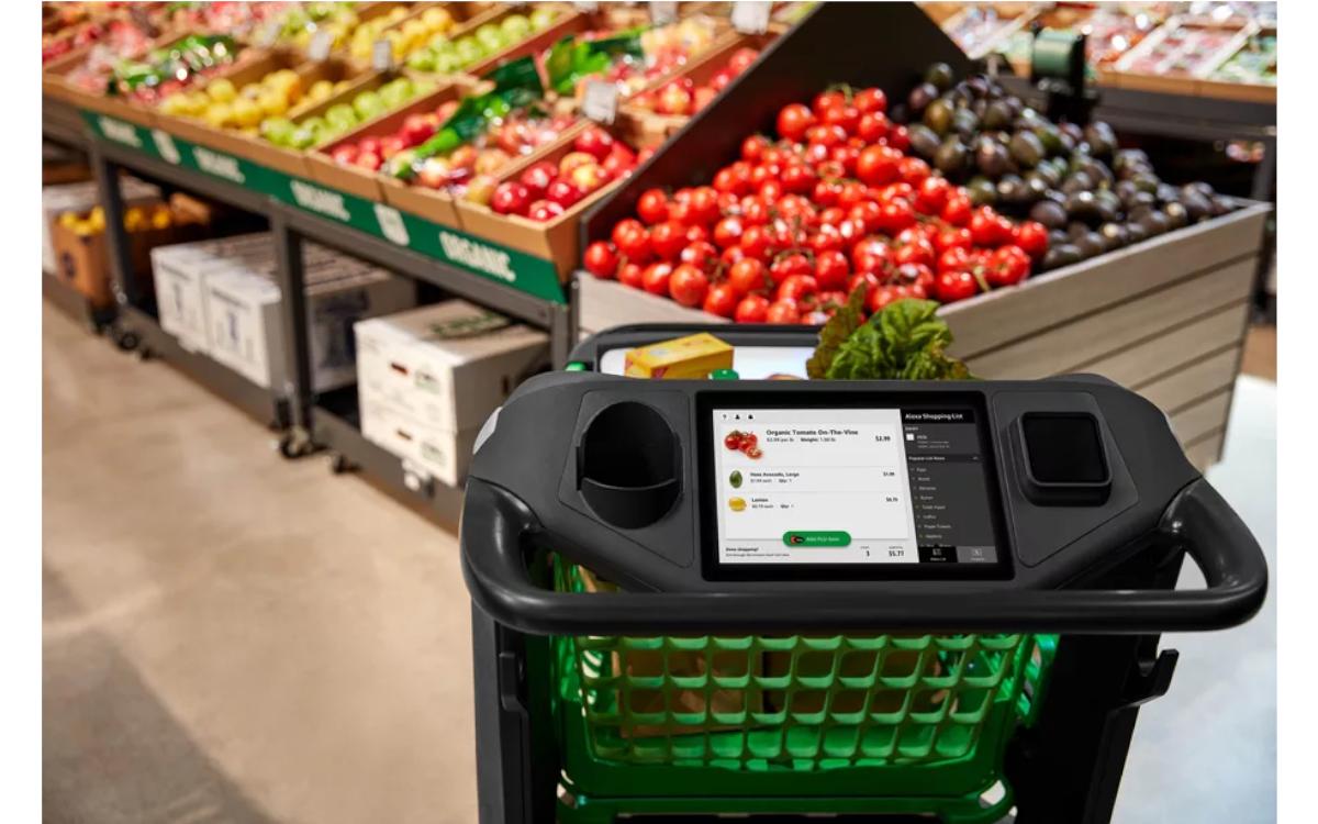 Das Amazon Dash Cart verfügt über ein Display, auf dem der Einkaufszettel mit allen Produkten im Wagen sowie der Preis gezeigt wird (Foto: Amazon)