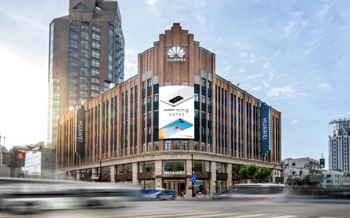 Der neue Huawei Flagship-Store in Shanghai zeigt auf rund 5.000 Quadratmetern Fläche eine digitale Experience mit moderner Technik und smarter AI (Foto: Huawei)
