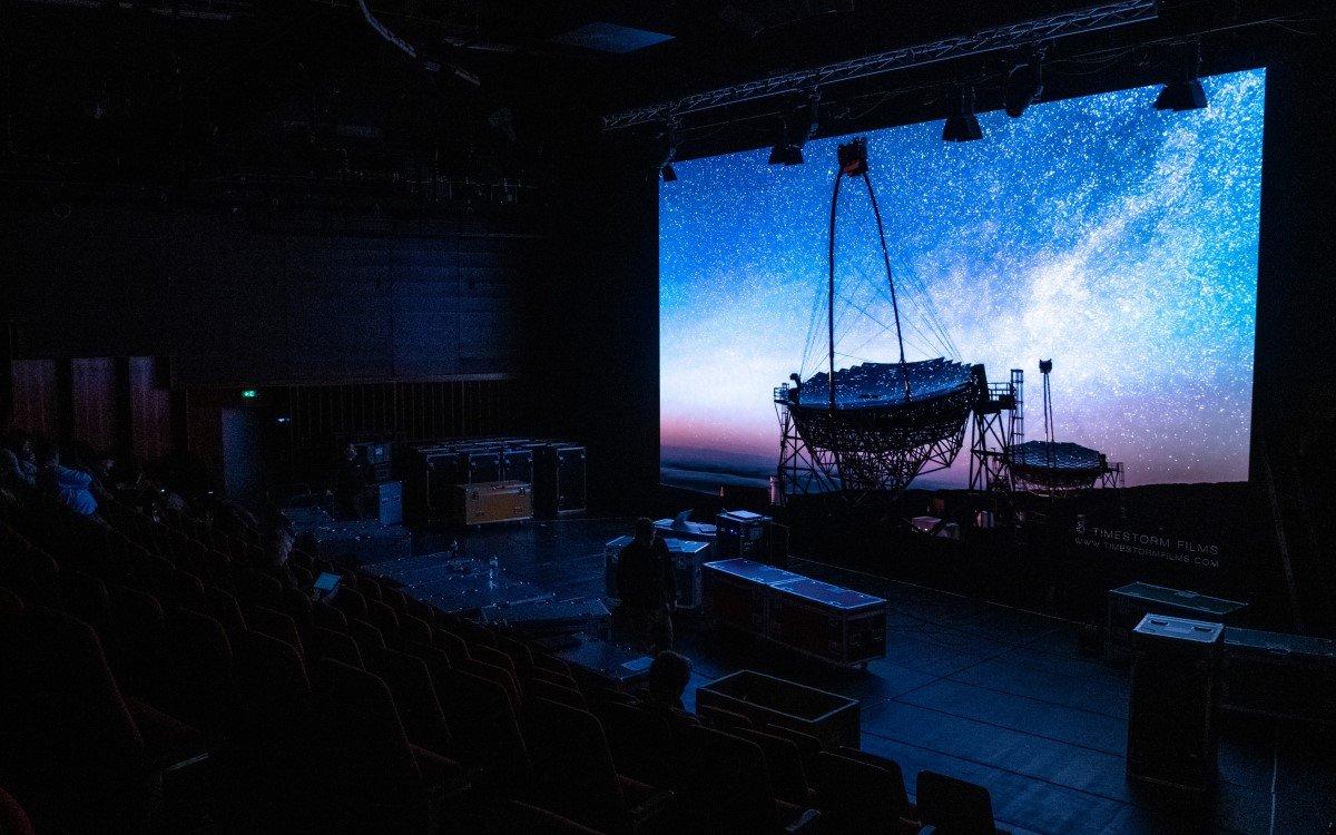 ASC mobilisierte für die Hochschule für Musik und Theater Hamburg (HfMT) eine flexible LED-Wall als neue Stage 2.0 (Foto: Oliver Schweers)