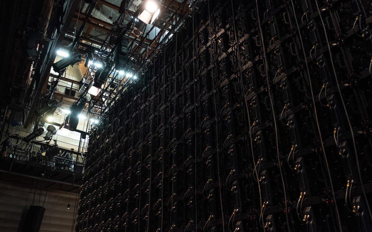 Die neue HfMT LED-Videowall besteht aus bis zu 250 LED-Panels, die auf eine Größe von 60 Quadratmetern kommen können (Foto: Oliver Schweers)