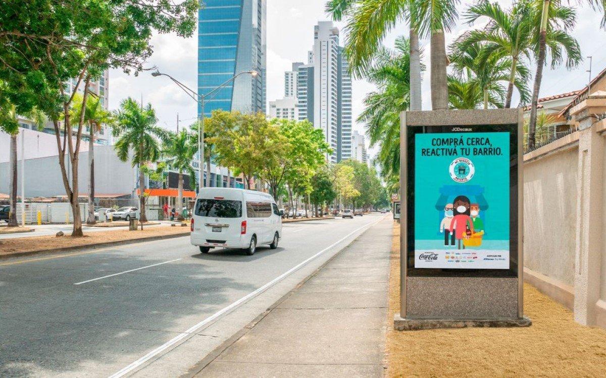 JCDecaux DooH-Screen in Panama wirbt mit Coca-Cola für lokales Shopping (Foto: JCDecaux)