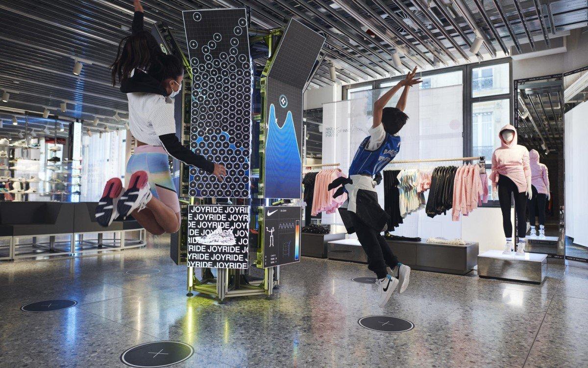 Mit neuen digitalen Experiences will Nike Kinder im Store zum sportlichen Mitmachen anregen (Foto: Nike)