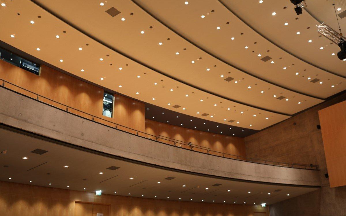 Mit LED spart die Stadthalle Tuttlingen künftig 60 Prozent Energie bei der Innenbeleuchtung (Foto: ASC)