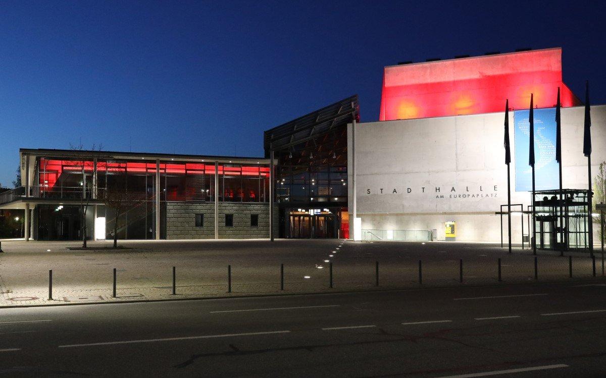 1.900 Leuchtkörper wurden von ASC auf dem Gelände der Stadthalle Tuttlingen auf LED umgerüstet (Foto: ASC)