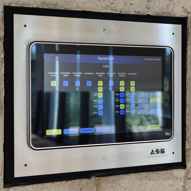 ASC installierte Tablets für eine flexible und intuitive Bedienung der Saalbeleuchtung in der Stadthalle Tuttlingen (Foto: ASC)
