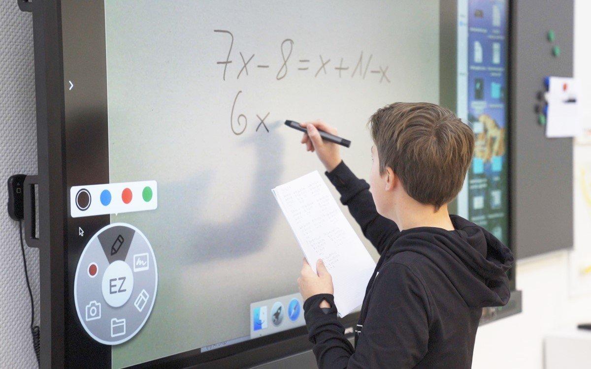 Die neue Premiumlinie BenQ RP02 soll für eine gesunde Lernumgebung im Klassenzimmer sorgen (Foto: BenQ)