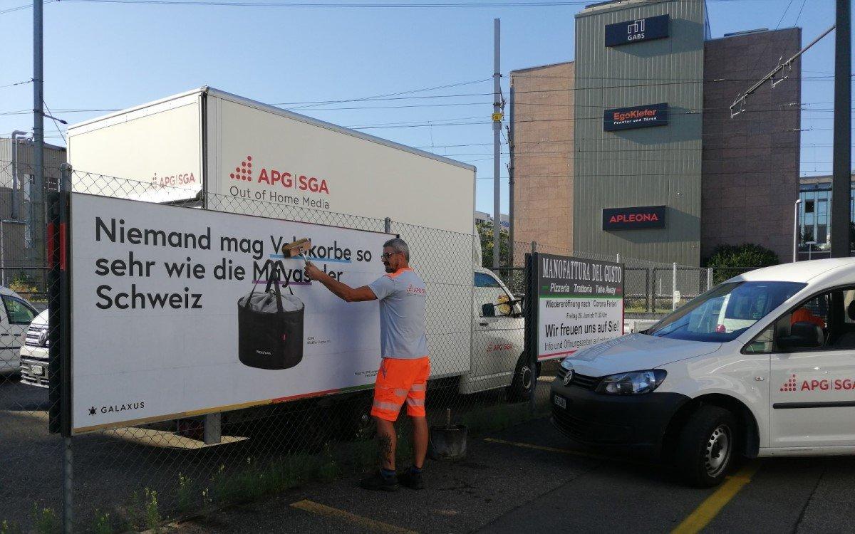 Für Online-Händler Galaxus realisierte die APG|SGA eine aussergewöhnliche Kampagne mit 3.000 einzigartigen Werbebotschaften, die gezielt platziert werden mussten – eine Herausforderung für die Logistik und Organisation (Foto: APG|SGA)
