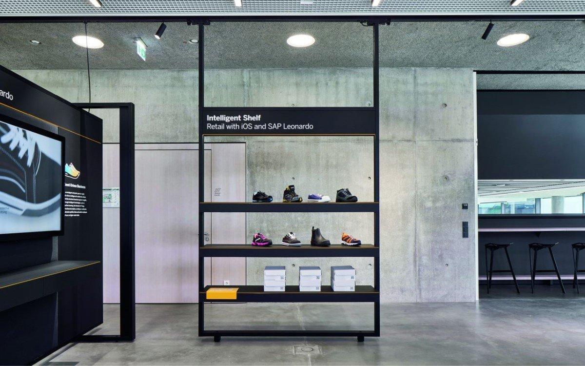 Der großteil der Experience Center ist mit dem Visplay Multi-Lane Deckenträgersystem ausgestattet (Foto: Visplay/Annika Feuss Fotografie)