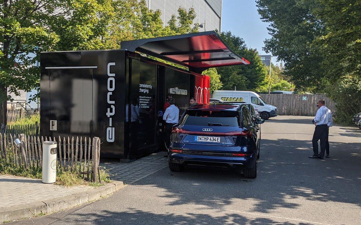 Zweites Leben für gebrauchte Akkus - Audi etron Ladestation beim Green Tech Festival (Foto: invidis)