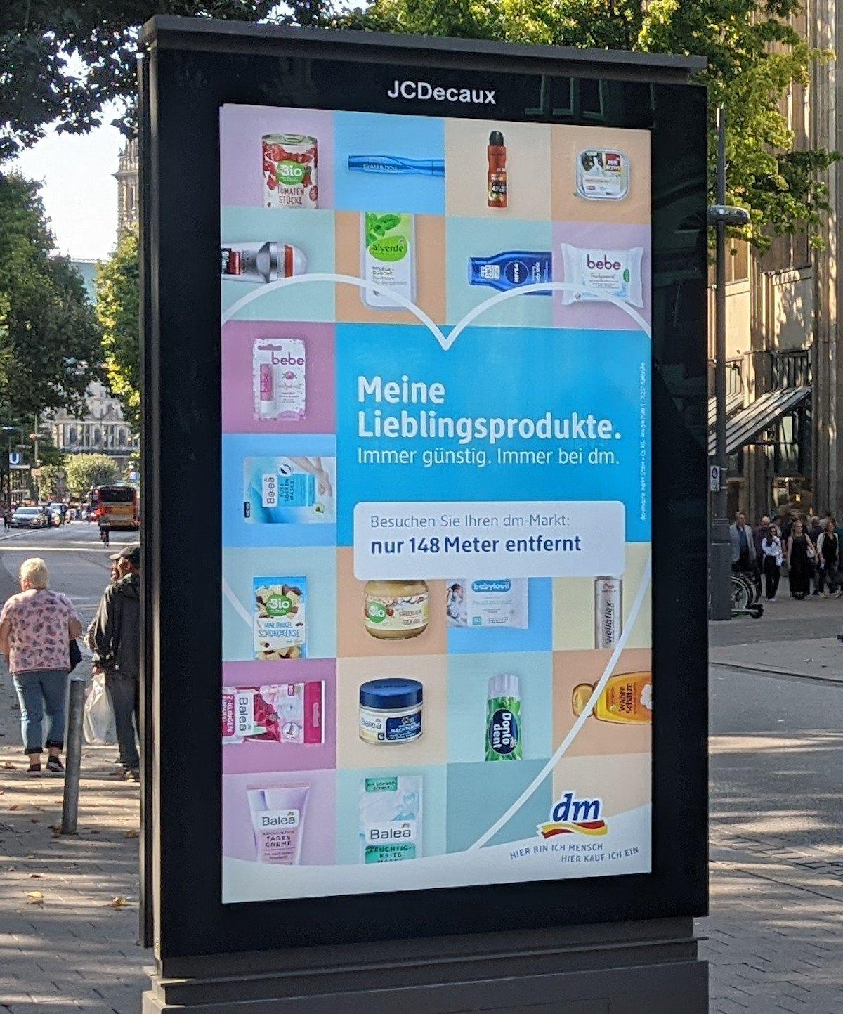 Nur wenige Meter bis zur nächsten Filiale - location based Kampagne von DM (Foto: invidis)