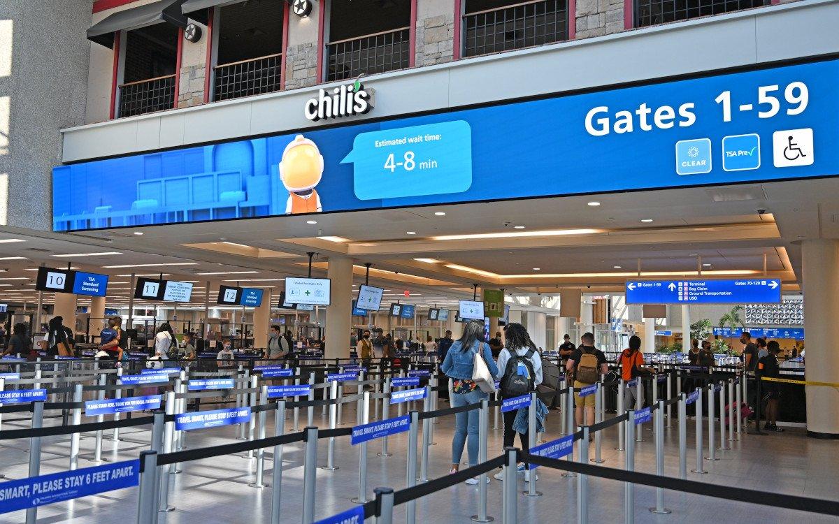 LED-basierte Wegeleitung am Flughafen Orlando (Foto: Orlando Airport)