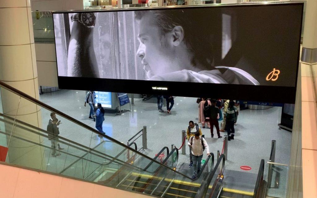 Weitere Absen LED-Walls über Rolltreppen im Kuala Lumpur Airport (Foto: Absen)