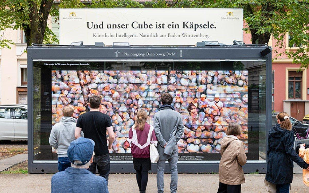 Der zukunftsweisende Cube von Bechtle und Colugo zeigt kreative AI zum Tag der Deutschen Einheit (Foto: Bechtle)