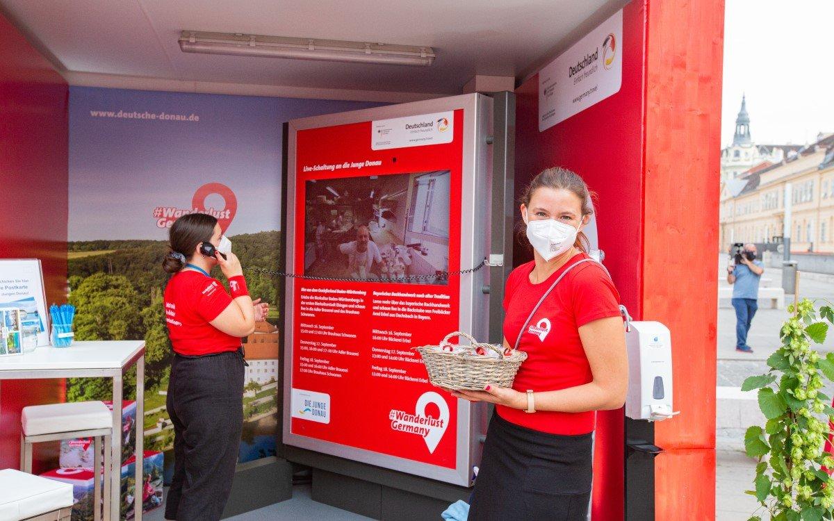 Via mobiler City Lights der Gewista konnten Passanten deutsche Reiseziele in der Liveschaltung besuchen (Foto: Gewista)