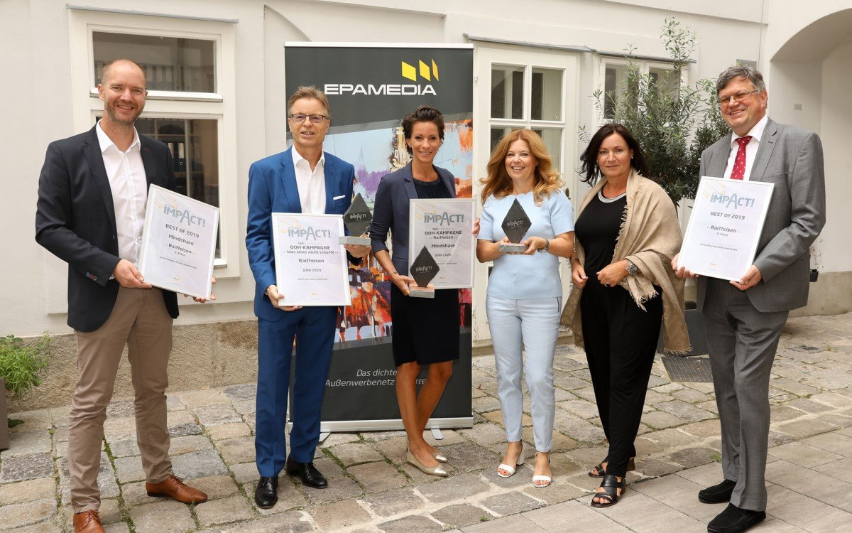 V.l.n.r.: Marcus Zinn (Director Sales, EPAMEDIA), Leodegar Pruschak (Head of Group Marketing Raiffeisen), Ursula Arnold (CEO Mindshare), Doris Reinsperger (Retail Customer Marketing), Brigitt Ecker (CEO EPAMEDIA), Georg Gemeinböck (Head of Retail Customer Marketing, Raiffeisen) (Foto: Epamedia)
